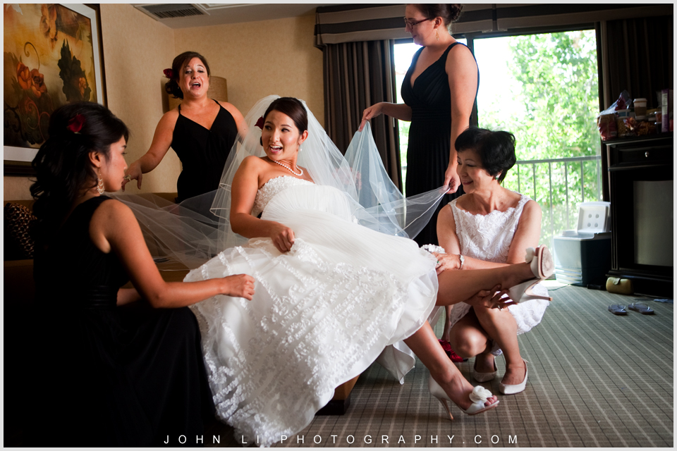 bridal party help the bride getting ready in Hyatt Westlake Plaza in Thousand Oaks