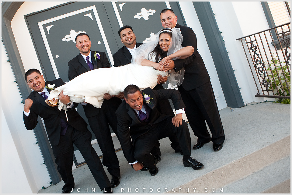 Fun wedding photography in DES Artesia Hall