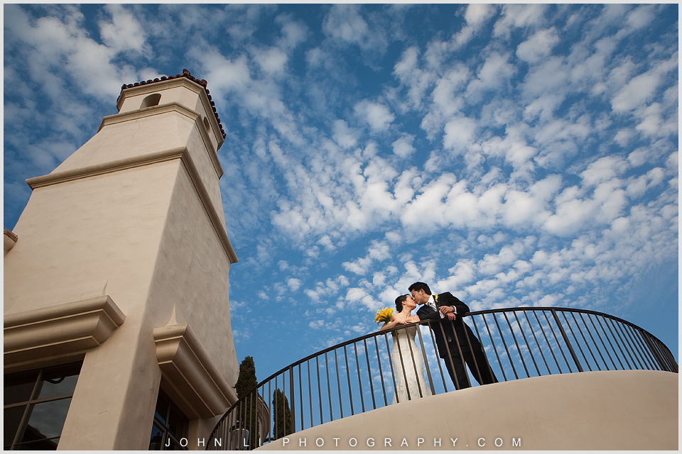 Pelican HIll wedding portrait with blusky background