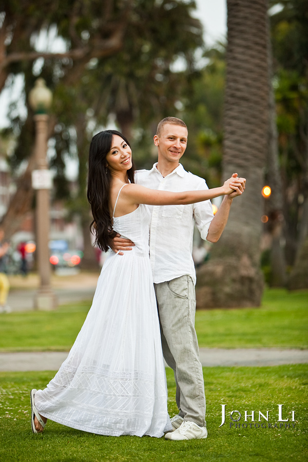 Engagement-photo-Santa-Monica--park
