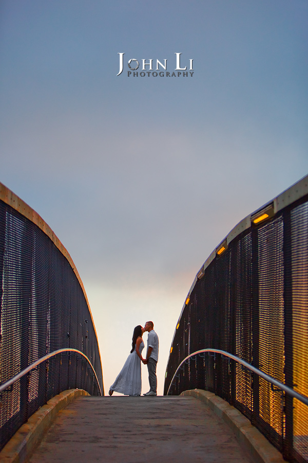 Engagement-photography-on-Santa-Monica-Bridge