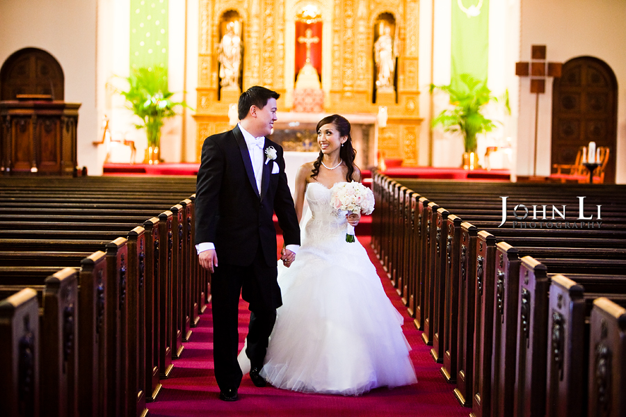 Holy Family Church South Pasadena bride and groom portairt