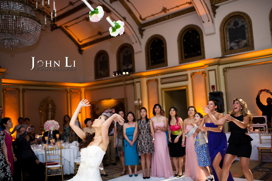 bouquet toss in chinese wedding Langham Hotel