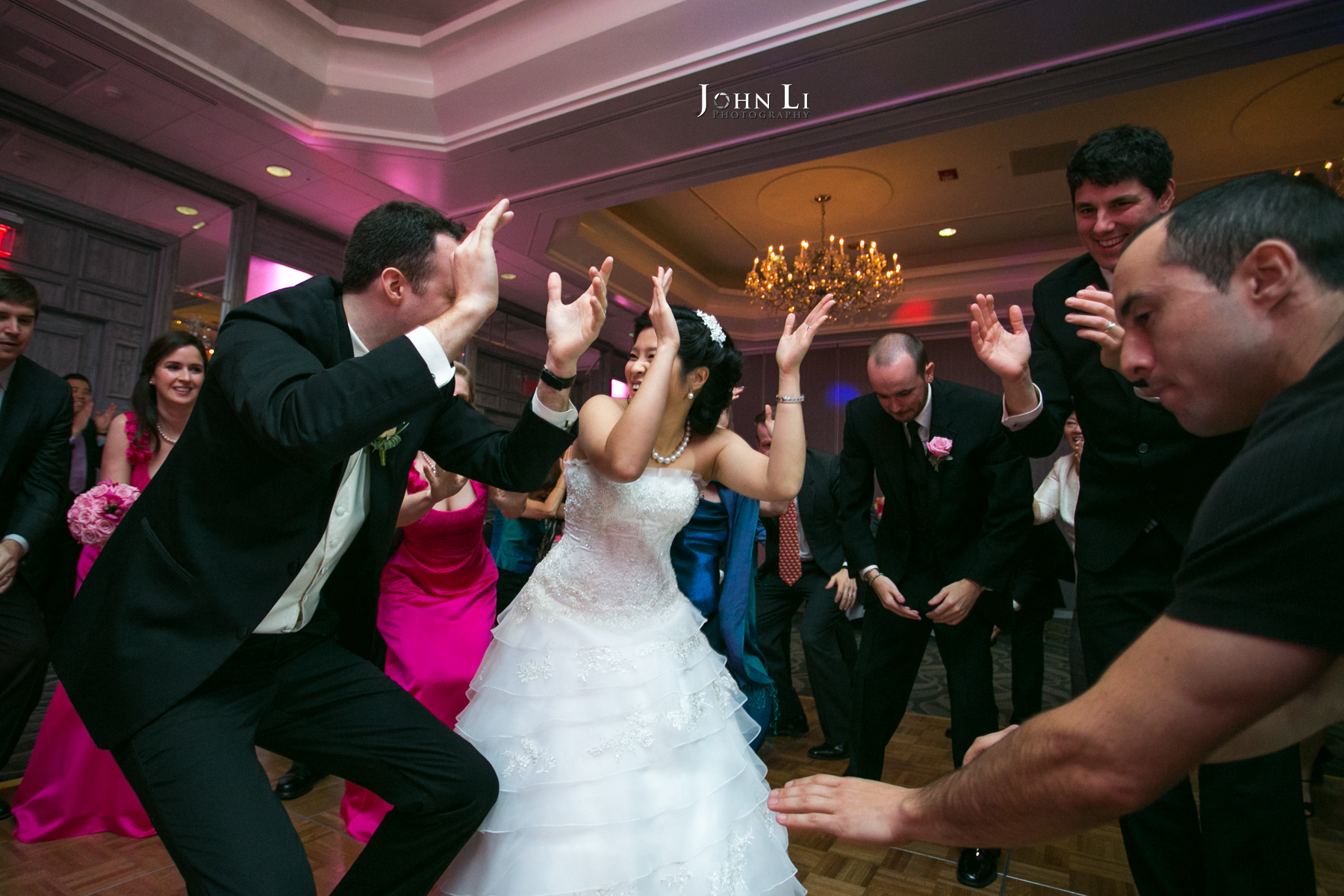 How To Dance At A Wedding