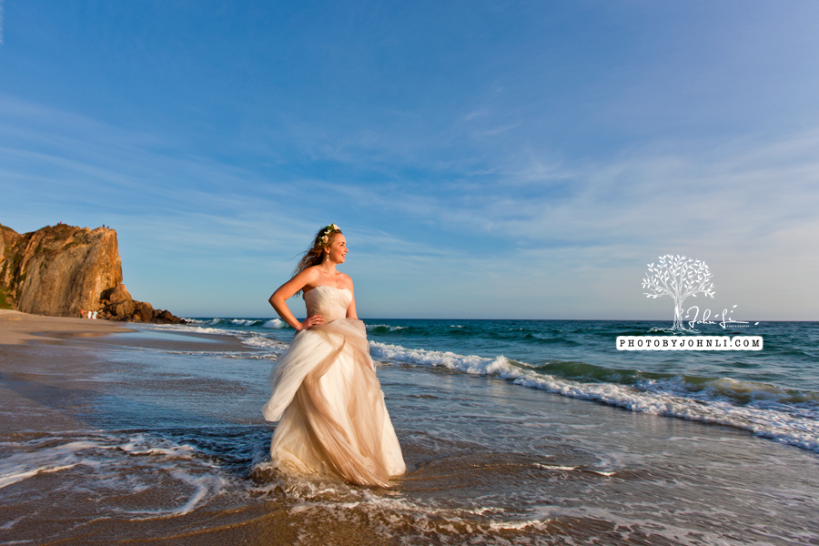 030  Trash the dress on Malibu Beach